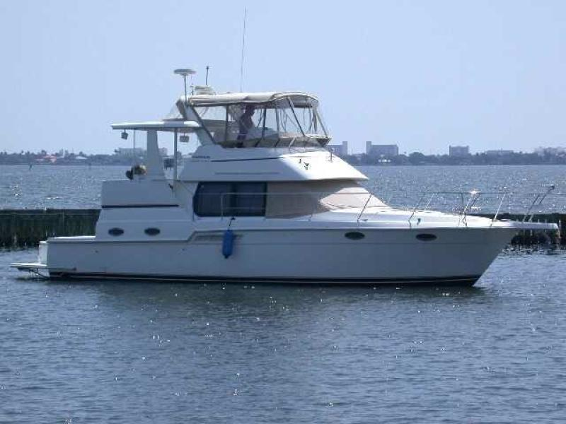 photo of 40' Carver 404 Cockpit Motor Yacht 1999