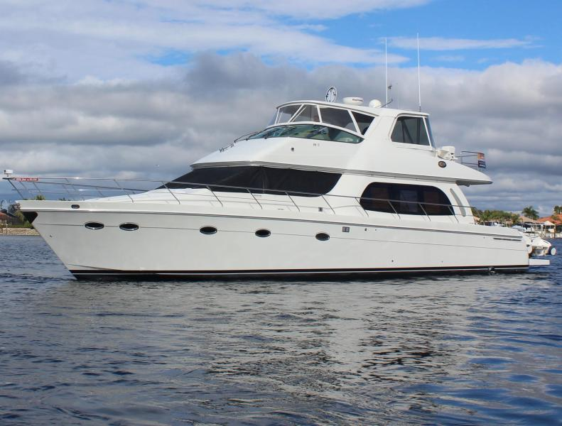 photo of 56' Carver Voyager Sky Lounge 2006