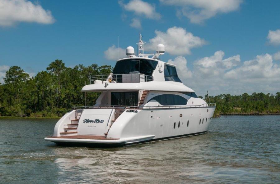 2015 Maiora 84 Motor Yacht Transom Never Rest