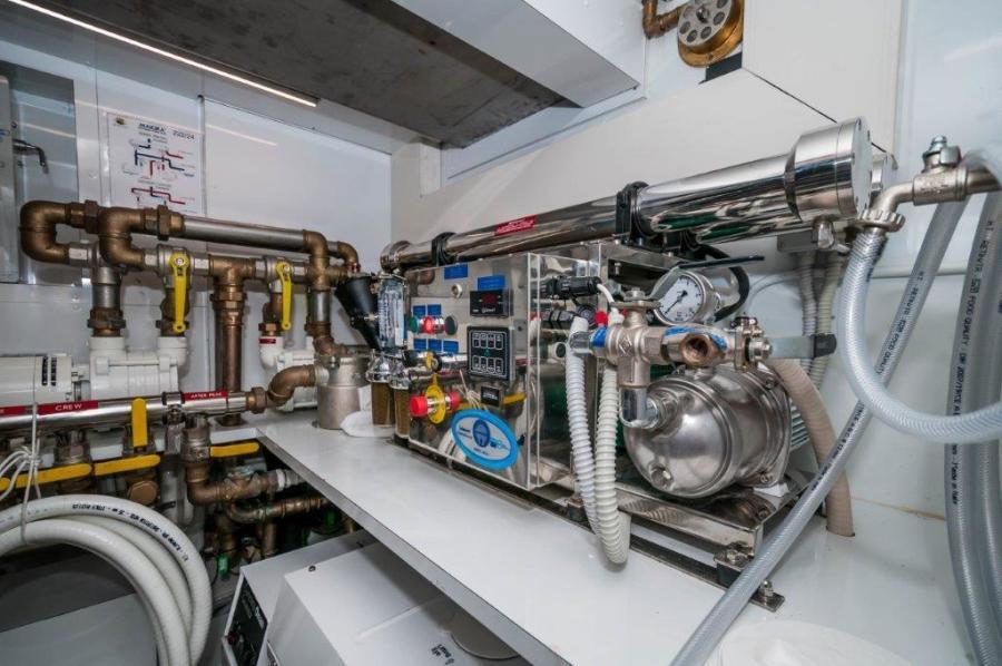 2015 Maiora 84 Motor Yacht Water Maker Never Rest