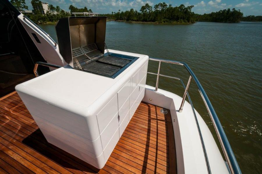 2015 Maiora 84 Motor Yacht Grill Never Rest