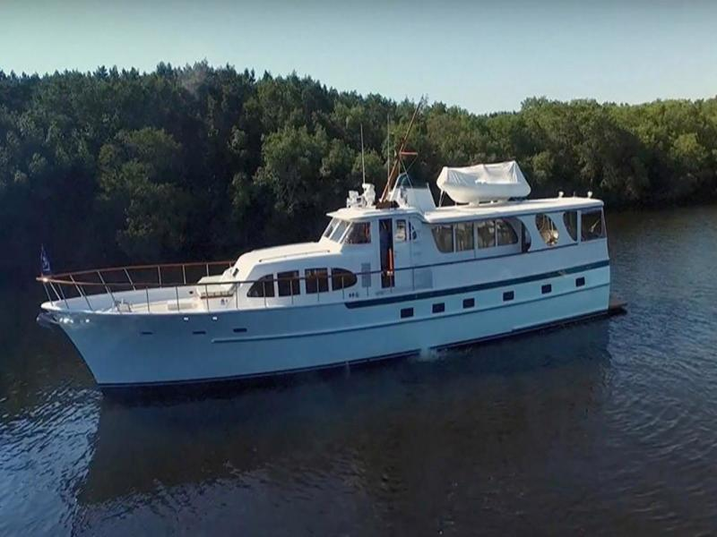 photo of Burger Diane Raised Pilothouse