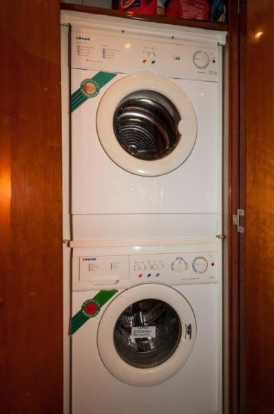 2003 67 Bertram Convertible Brittany Jean Washer/Dryer
