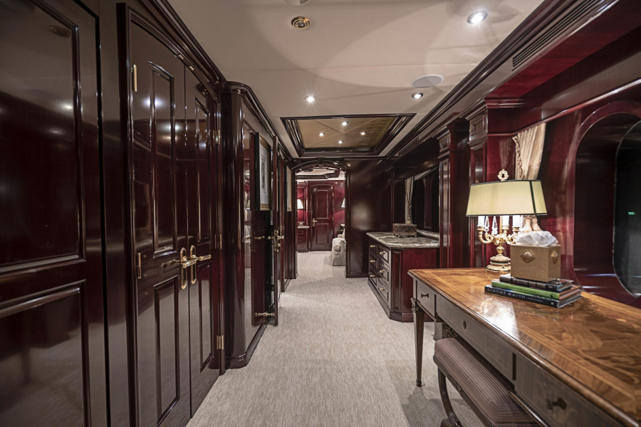 Entry / Office to Master Stateroom