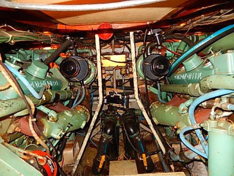 Engine room / twin 8-71 Detroit's