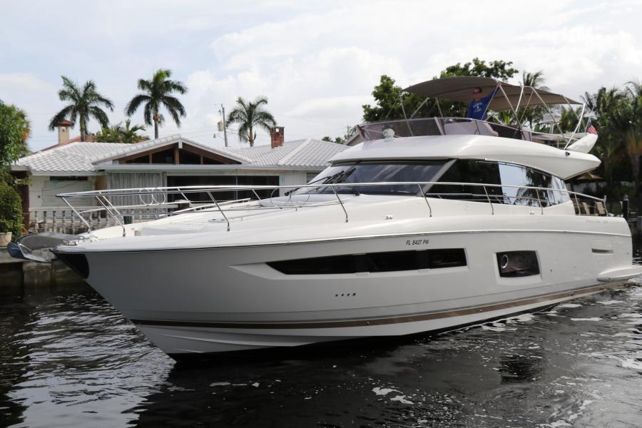 photo of 55' Prestige 550 2015