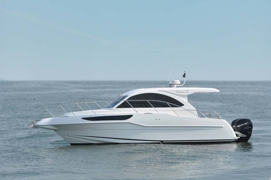 photo of 32' Dyna Yachts Express 2021