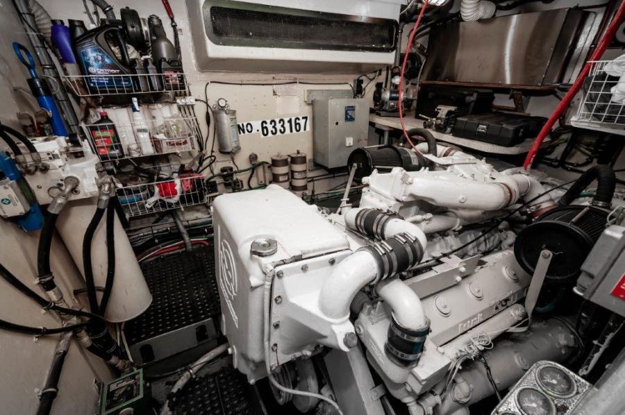 Big Wave Hatteras 1980 CMY Engine Room