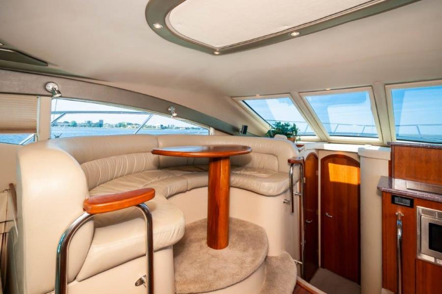 2006 47 Cruisers Dinette