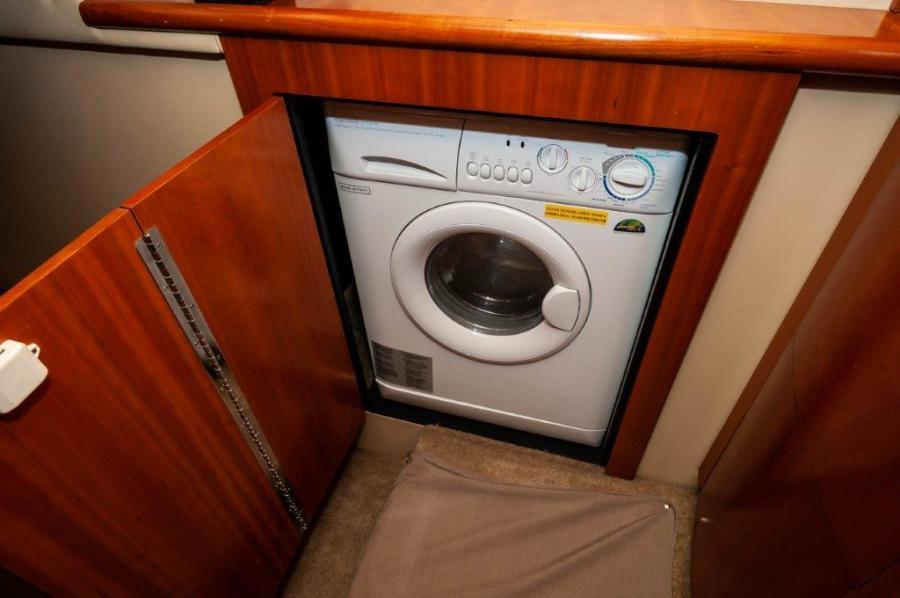 2006 47 Cruisers Laundry