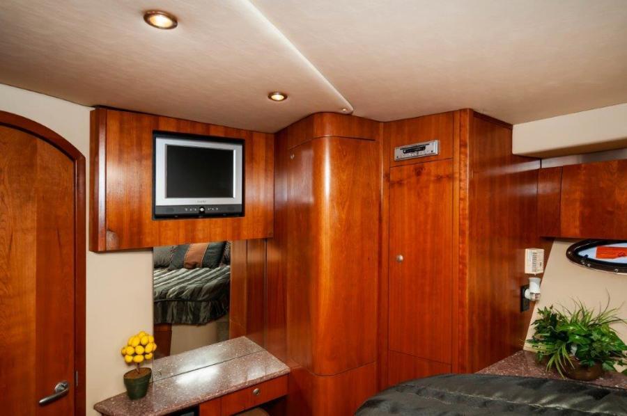 2006 47 Cruisers Master Stateroom