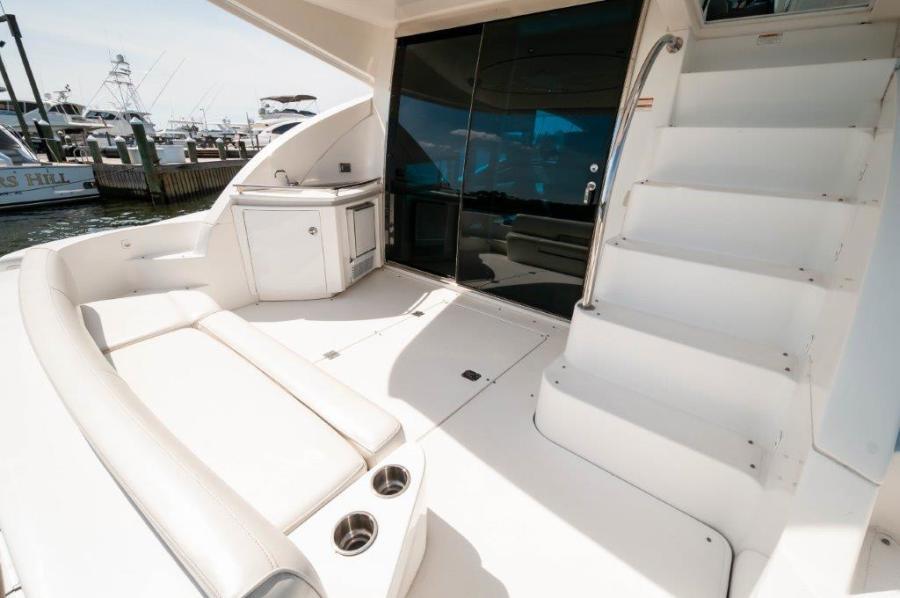 2006 47 Cruisers Cockpit