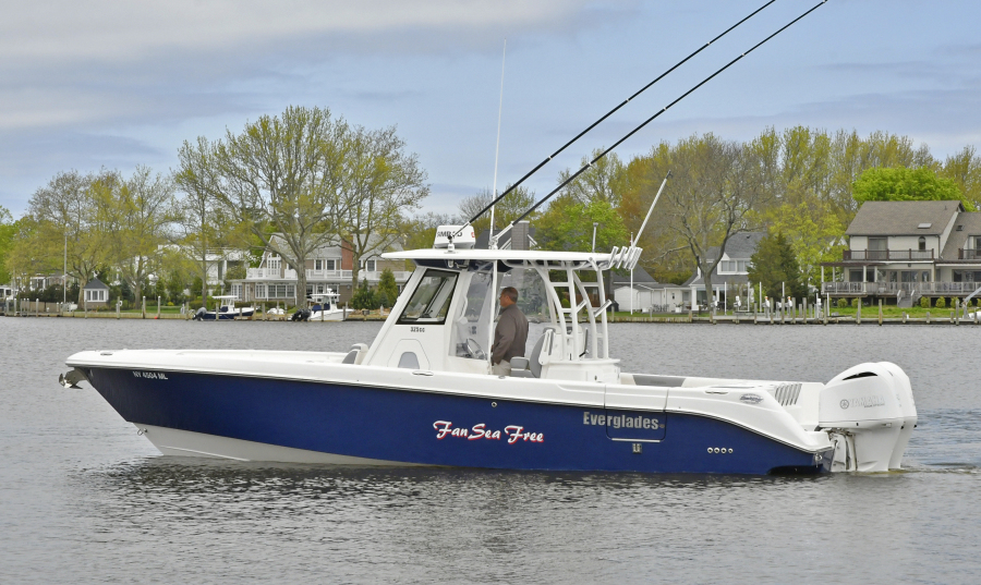 Everglades-32 Center Console 2016-Fan Sea Free Great River-New York-United States-Port Side-1150284-featured