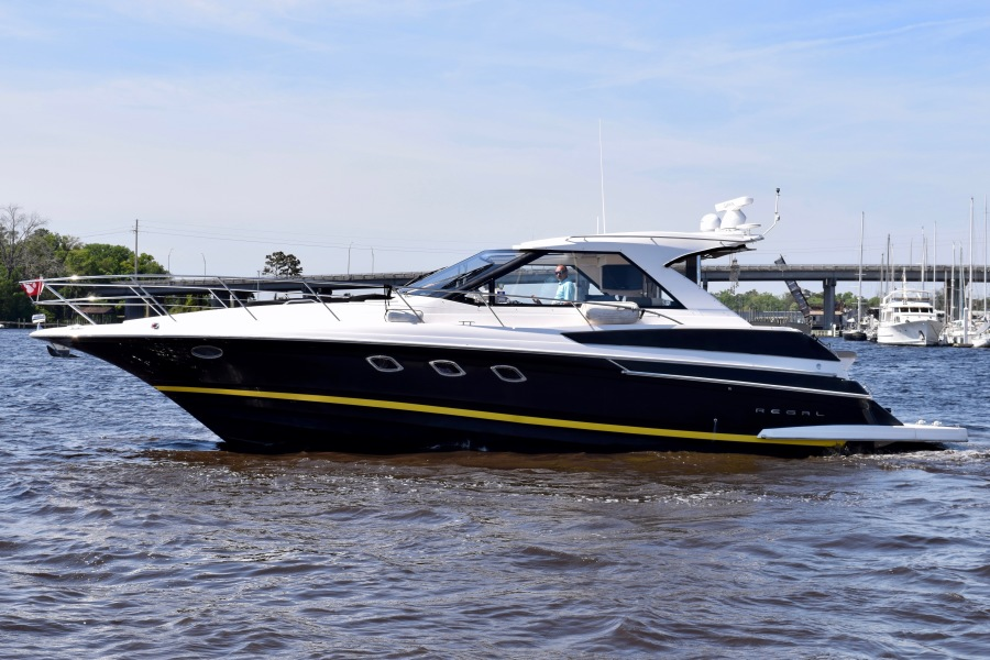 photo of 46' Regal Sports Coupe 2010