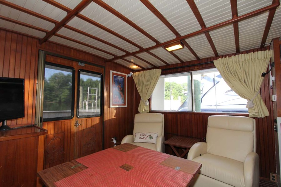 Salon to Port And Aft