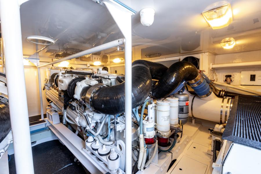 2004 65 Viking Flybridge   Engine Room (6)