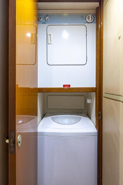 2004 65 Viking Flybridge   Laundry (2)