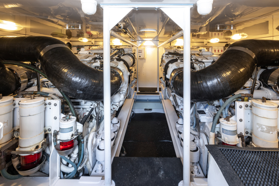2004 65 Viking Flybridge   Engine Room (3)