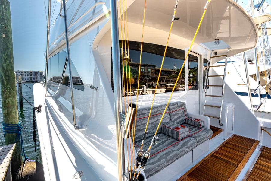 2004 65 Viking Flybridge   Cockpit (9)