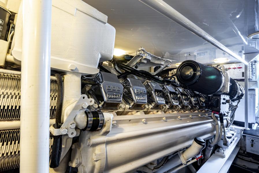 2004 65 Viking Flybridge   Engine Room (8)
