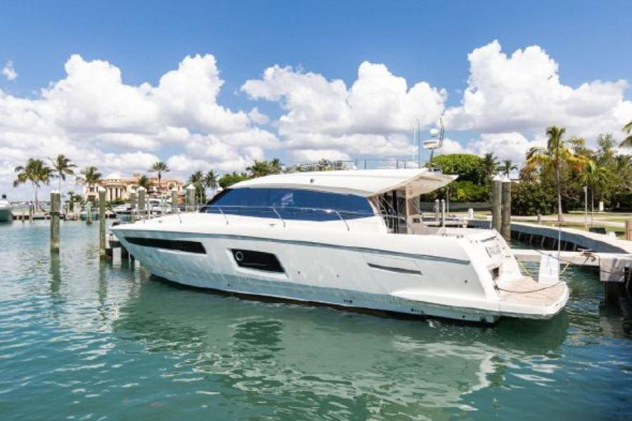 photo of 55' Prestige 550 S 2016