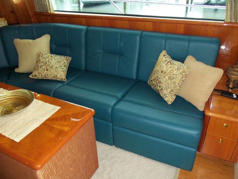 Salon Sofa to Starboard