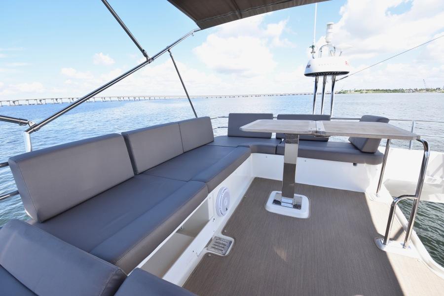 2017 Prestige 420 Flybridge - Sistership Seating