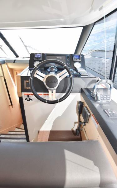 2017 Prestige 420 Flybridge - Sistership Helm