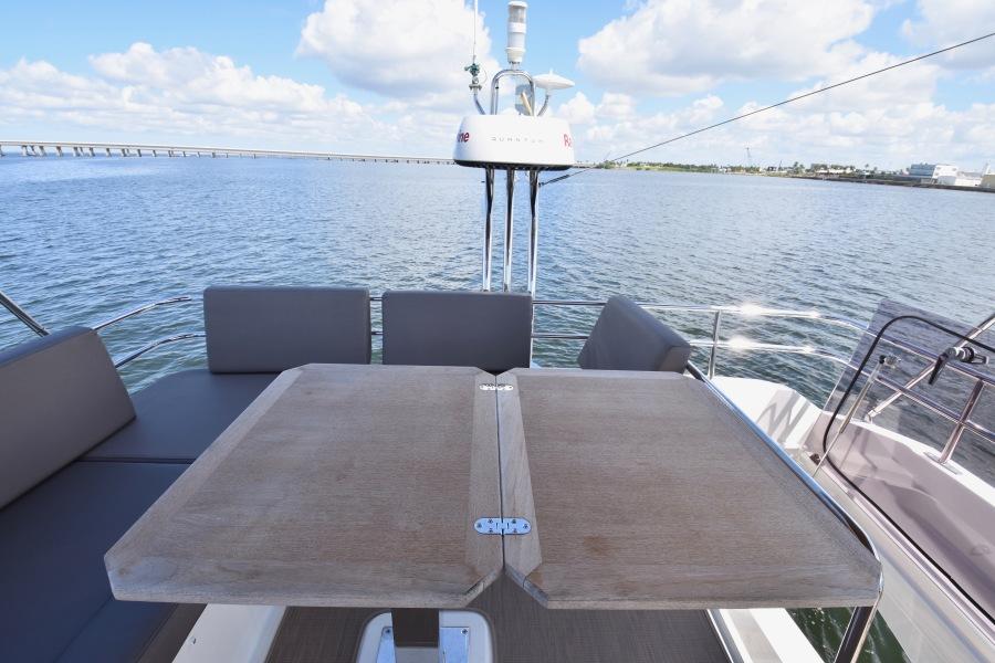 2017 Prestige 420 Flybridge - Sistership Table