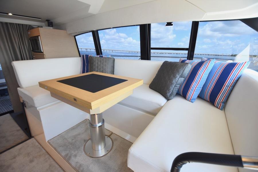 2017 Prestige 420 Flybridge - Sistership  Dinette Seating
