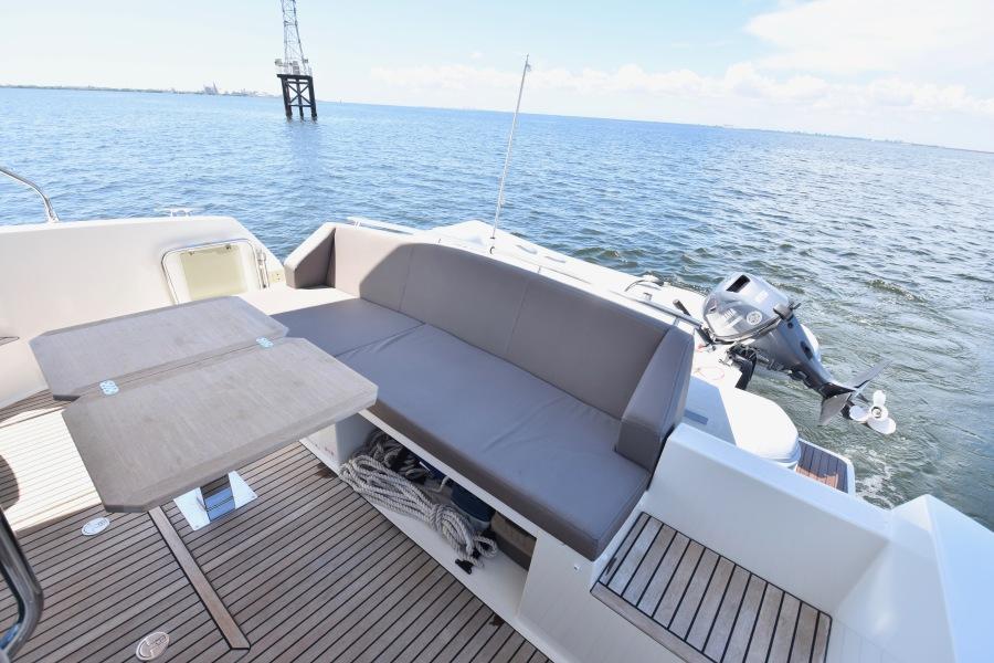 2017 Prestige 420 Flybridge - Sistership Cockpit Seating and Table