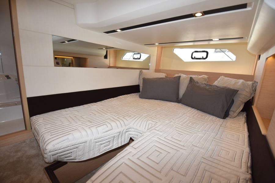 2017 Prestige 420 Flybridge - Sistership Guest Stateroom