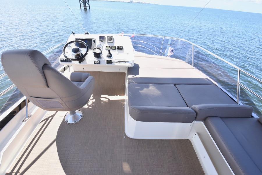 2017 Prestige 420 Flybridge - Sistership Helm Seating