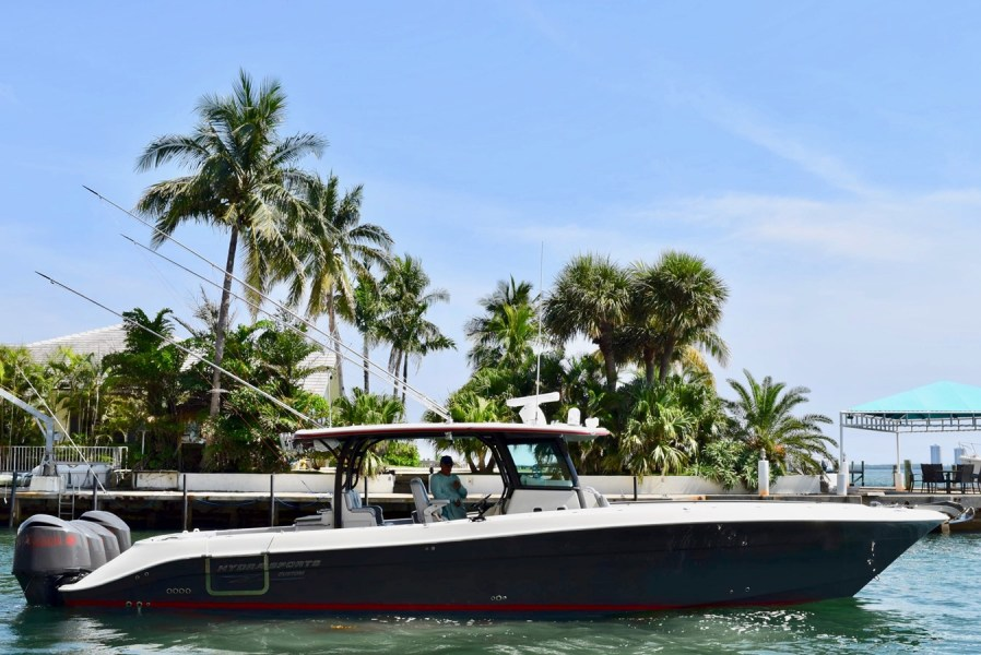 Photo of 42' Hydra-Sports 4200 Siesta 2016