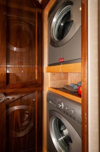 2017 72 EB Viking SHARE-E Laundry
