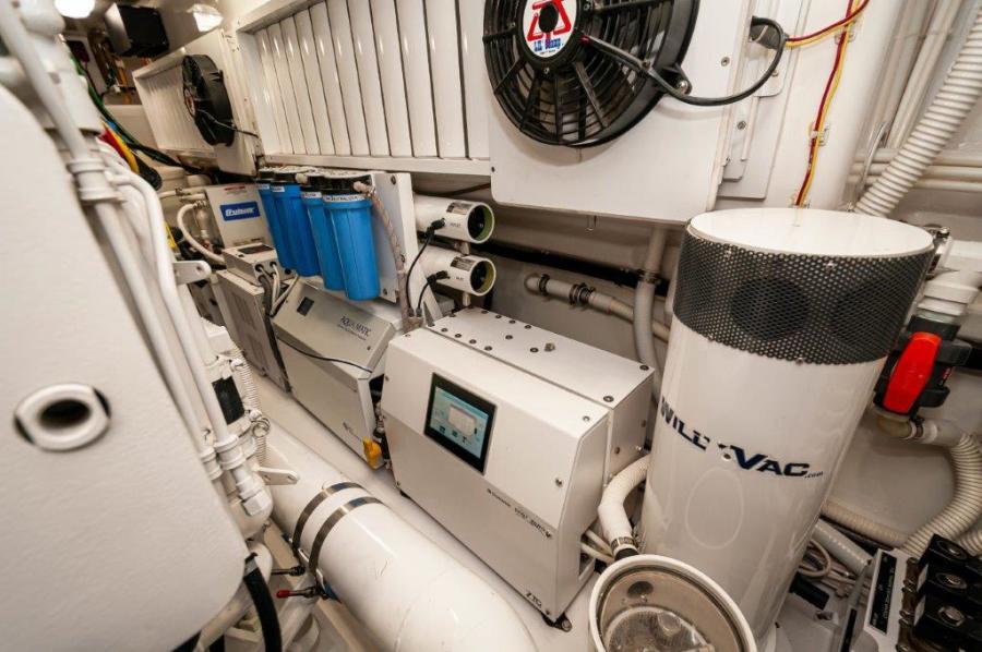 2017 72 EB Viking SHARE-E Water Maker