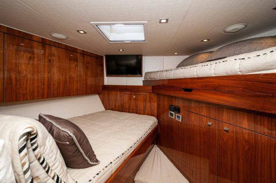 2017 72 EB Viking SHARE-E VIP Stateroom
