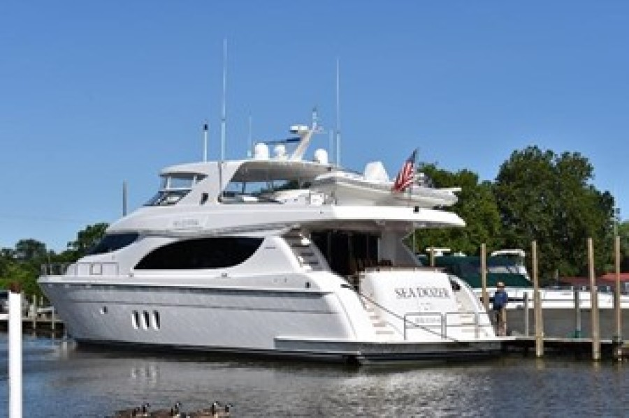 photo of 80' Hatteras 80 Motoryacht 2004