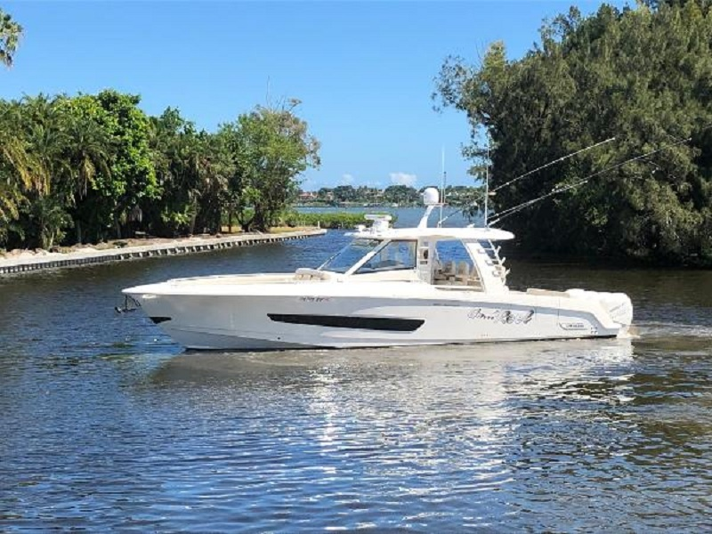 photo of 42' Boston Whaler Outrage 420 2018