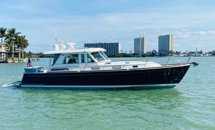 Photo of 48' Sabre 48 Salon Express 2016
