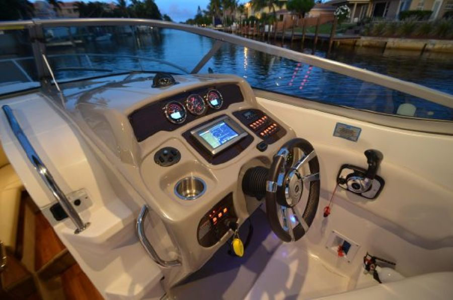 2015 Chaparral 270 Signature -Soggy Dollars - Helm