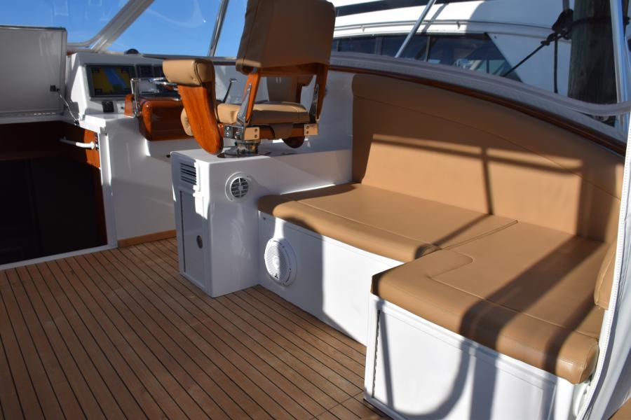 Bridge-deck Lounge starboard