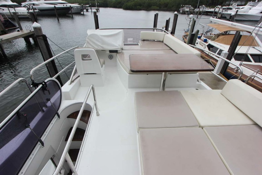 Flybridge w/ Helm Cover