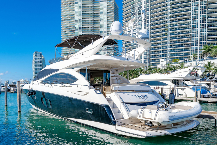 Sunseeker-Manhattan 2009-Twins Miami Beach-Florida-United States-1278628-featured