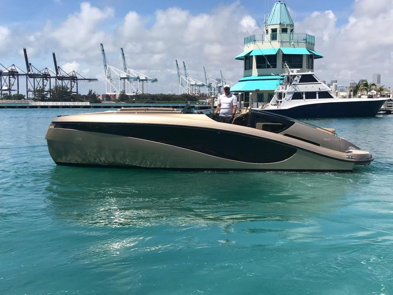 Wider-32 2016-Diamond I Miami Beach-Florida-United States-1279810-featured