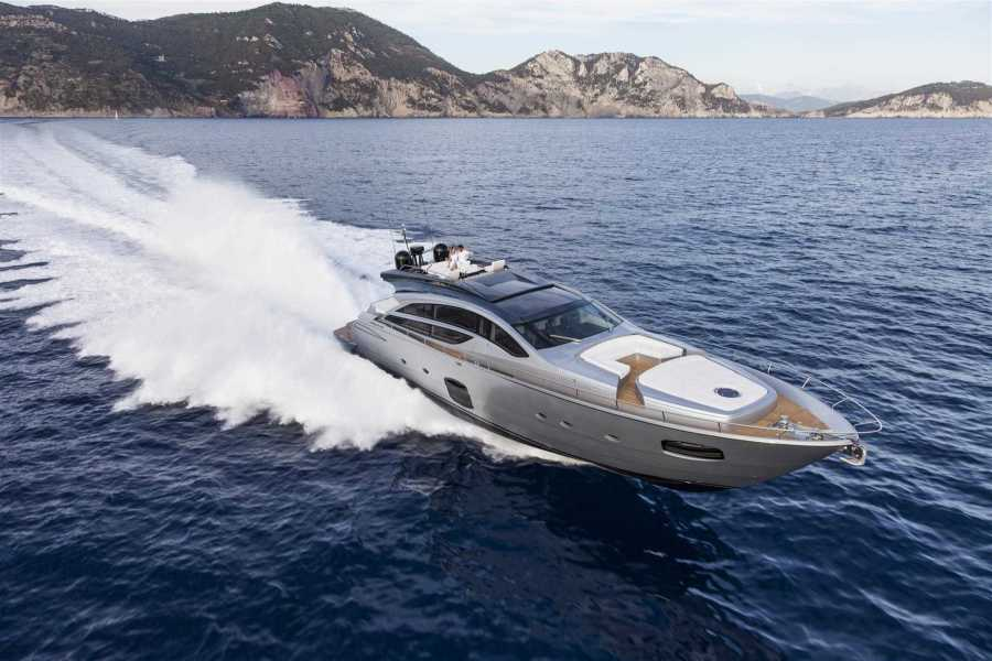 Photo of 82' Pershing 2016