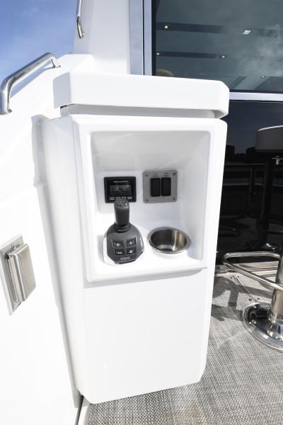 2018 Cruisers 54 Cantius Joystick Controls