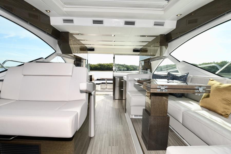 2018 Cruisers 54 Cantius Salon