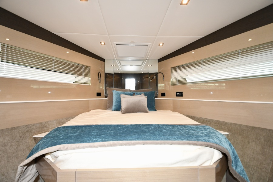 2018 Cruisers 54 Cantius Guest Stateroom