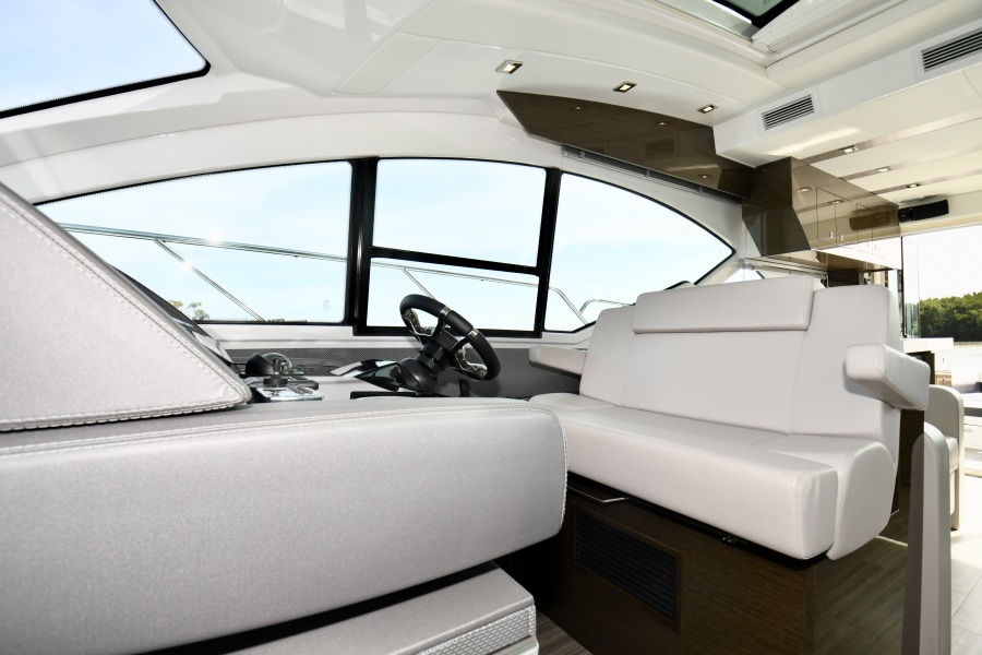 2018 Cruisers 54 Cantius Helm